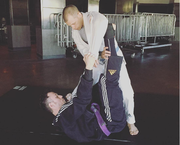 Matt Heafy in the midst of a Jiu-Jitsu session